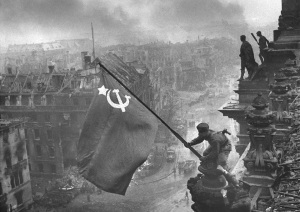 Soviet solders raised the flag over Reichstag