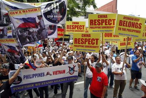 Vietnamese and Filippino protested together in Manila