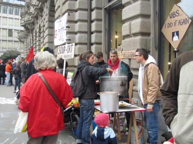Người biểu tình tại Paradeplatz