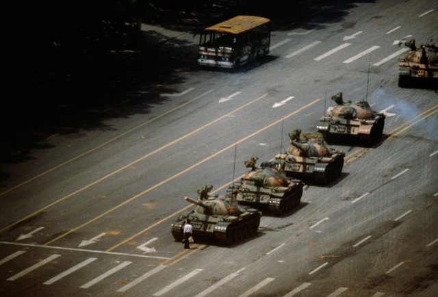 Tank man trên Thiên An Môn, biểu tượng của thế kỷ XX
